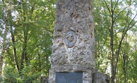 Piemineklis Ādolfam Alunānam