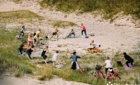 Bezmaksas fizisko aktivitāšu nodarbības pilsētas mikrorajonos turpinās arī šajā pavasarī