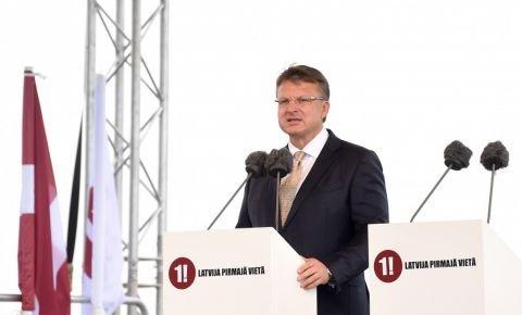 Bukmeikeri Šlesera iespējas iekļūt Saeimā vērtē piesardzīgi