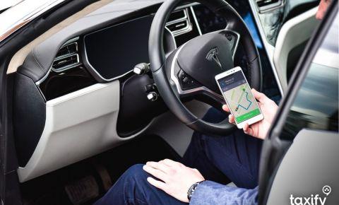 Taxify Baltijā ievieš fiksētās cenas braucienus un komforta kategorijas automašīnas