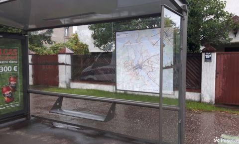 Rīgas pašvaldība līdz gada beigām uzstādīs 100 jauna dizaina pieturvietu nojumes