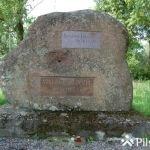 Komunistiskā genocīda upuru piemiņas akmens pie Auces dzelzceļa stacijas 1941. un 1949. gadā represētajiem