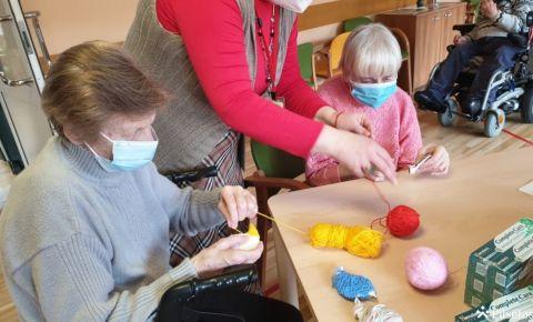 Rīgas sociālās aprūpes centros pakāpeniski atsākas nodarbības