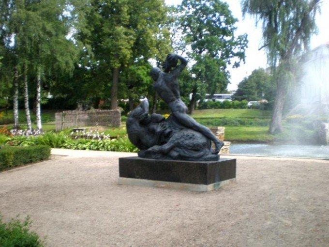 """Skulptūra """"Cīņa ar kentauru"""""""