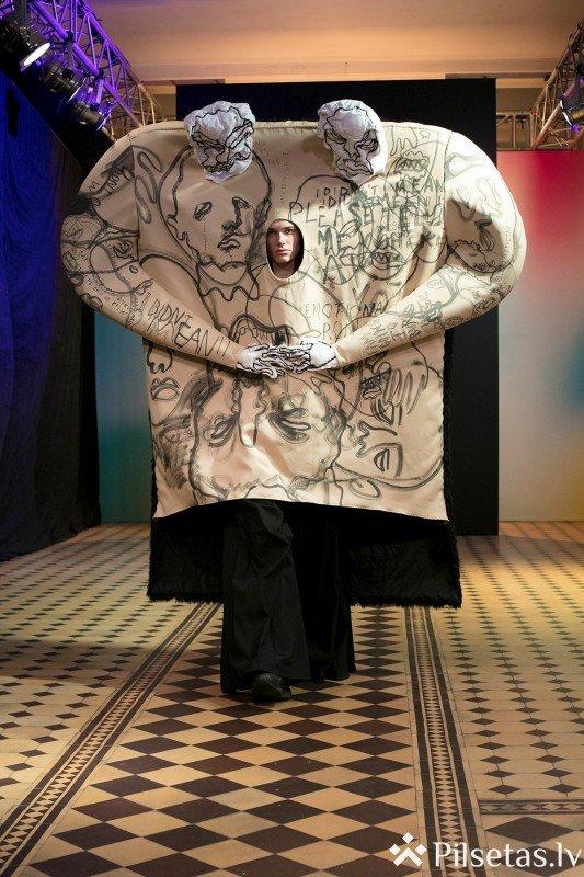 Tiešraidē no Latvijas Mākslas akadēmijas krāšņi aizvadīta ikgadējā studentu modes skate