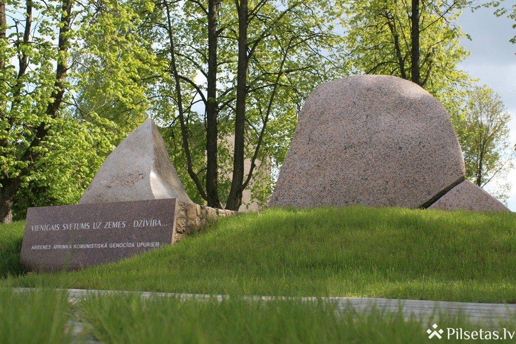 Piemineklis Abrenes apriņķa komunistiskā genocīda upuru piemiņai