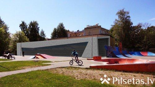 Atklās iekštelpu BMX ziemas treniņbāzi