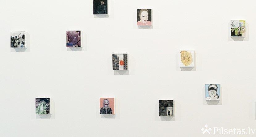 """Lauras Veļas glezniecība izstādē """"Atslēgkadri"""""""