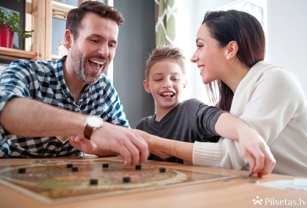 Vai nākotnē būs kādas galda, papīra spēles?