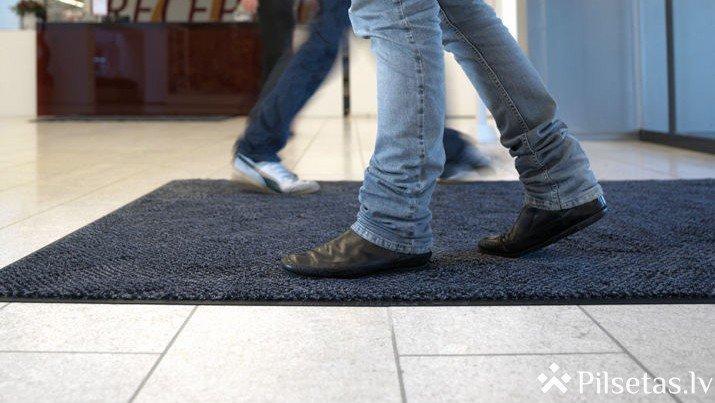 """Kāpēc mikrošķiedras paklājs ir """"paklāju karalis""""?"""