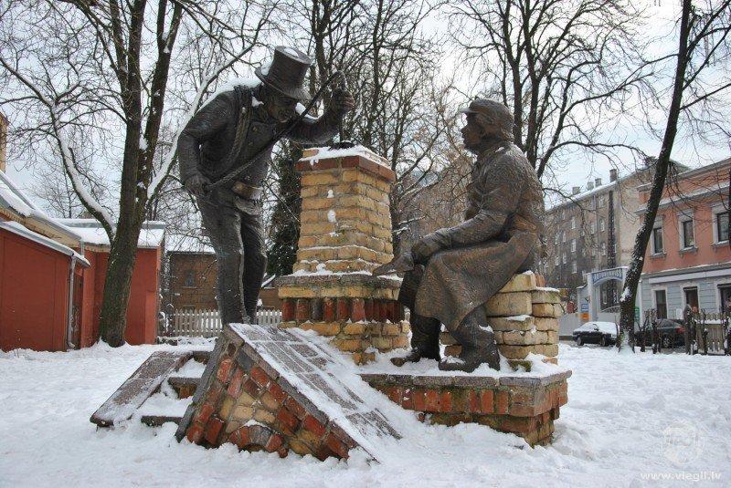 Skulptūra Mūrnieku ielā