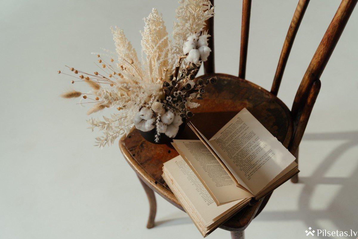 """Aicina uz tiešsaistes tikšanos ar I.Grencbergu, grāmatas """"Sestā sieva"""" autori"""
