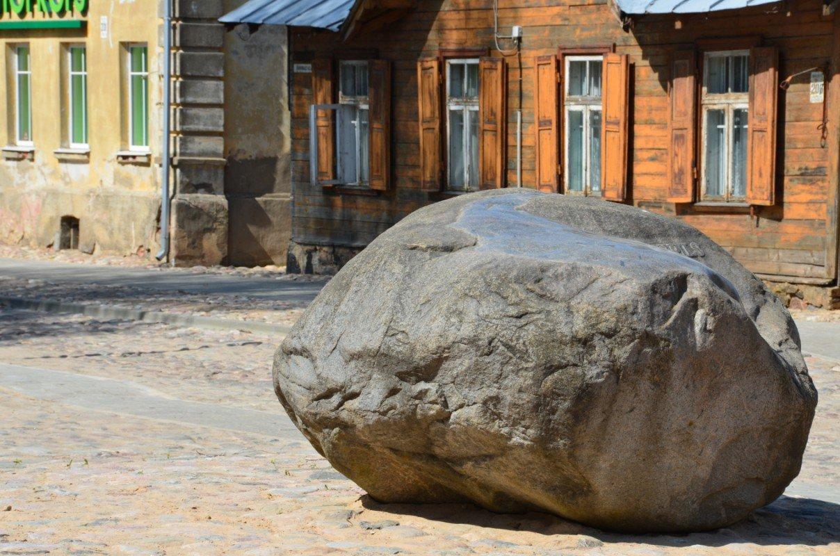 Jēkabpils 330. gadu piemiņas akmens