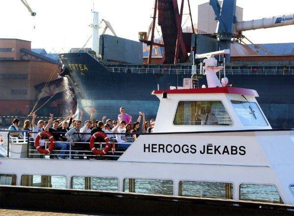 Кораблик для экскурсий