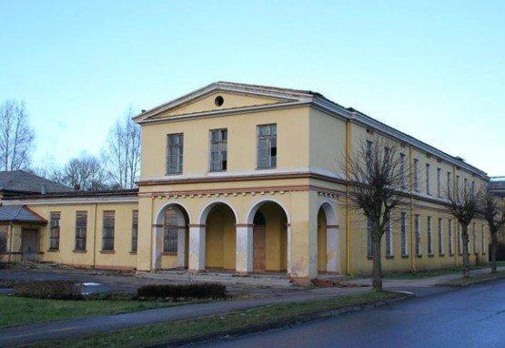 Здание курортной поликлиники Кемеру