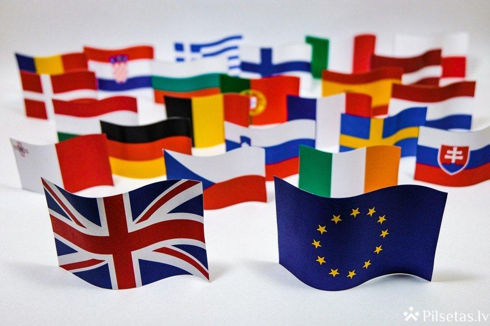 """Kā """"Brexit"""" ietekmēs ceļotājus un pasta sūtījumu saņēmējus?"""