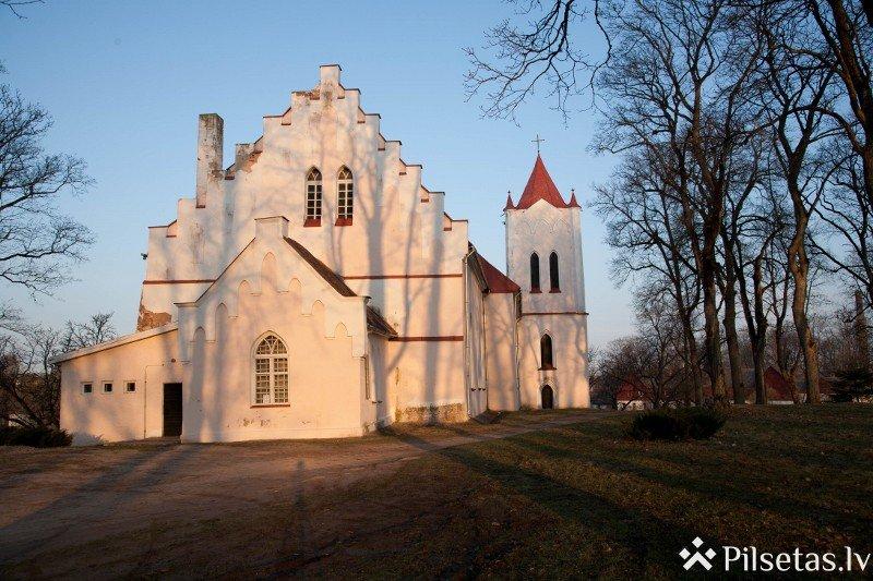 Baznīckalns un Aizputes Sv. Jāņa evaņģēliski luteriskā baznīca