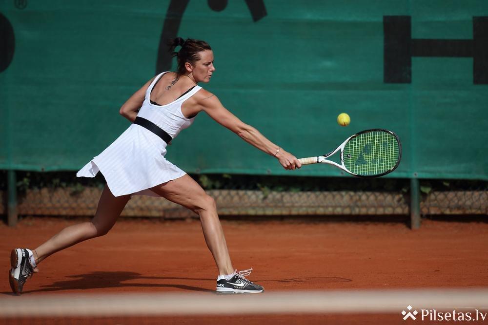 """Jaunās 2100 m2  lielās zāles ar 3 tenisa laukumiem atklāšana tenisa centrā """"Ādaži"""""""