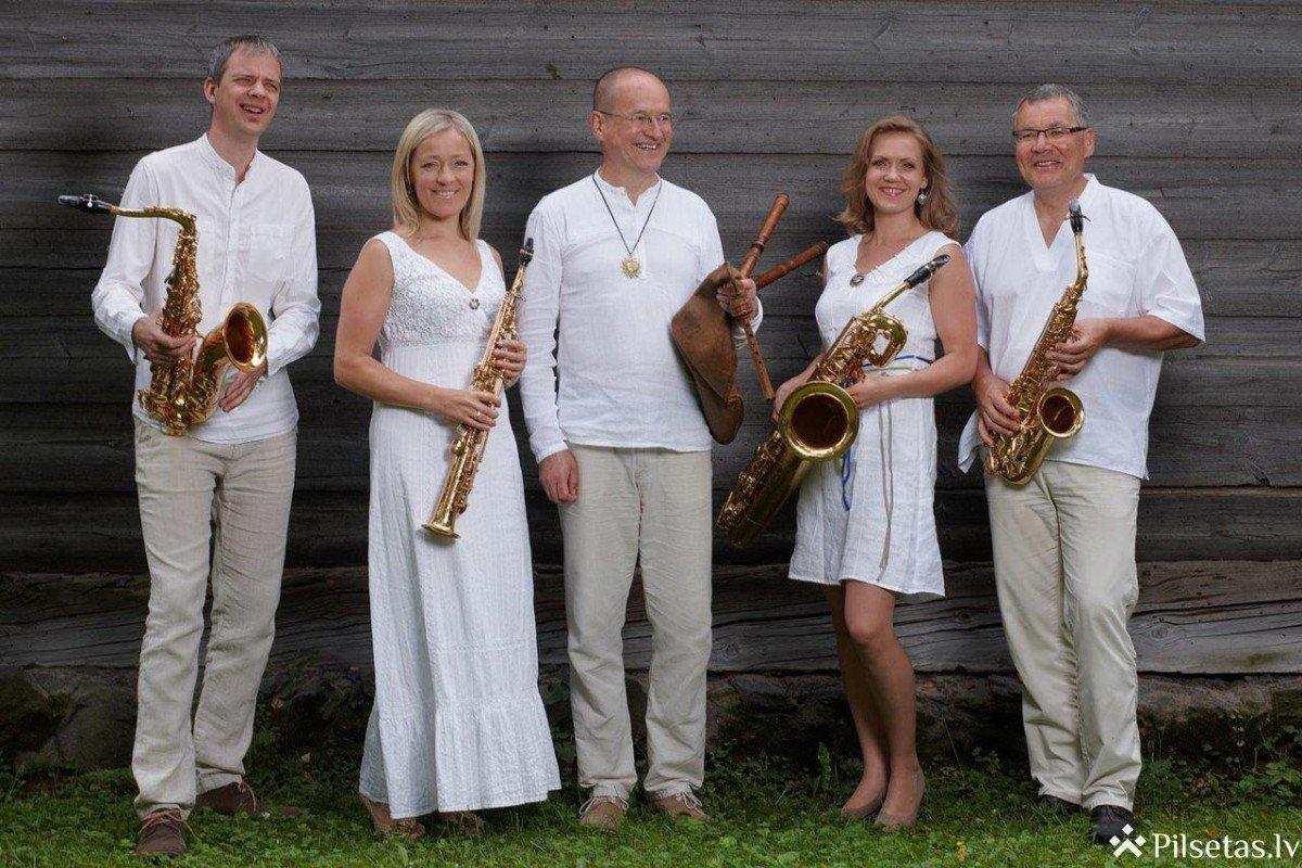 """Valdis Muktupāvels un Rīgas Saksofonu kvartets ar koncertprogrammu """"Izstādes glezniņas"""" Dikļu pilī"""